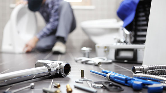How can a professional plumber help to fix your plumbing issues