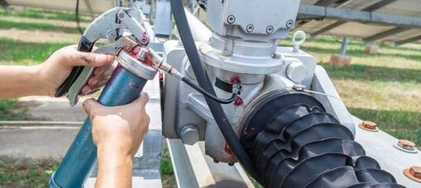 How does a Grease Gun Work